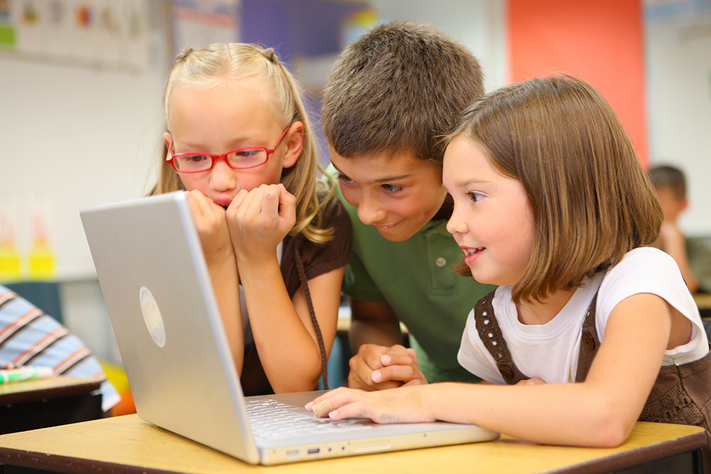 stockphoto_3kids_laptop.png